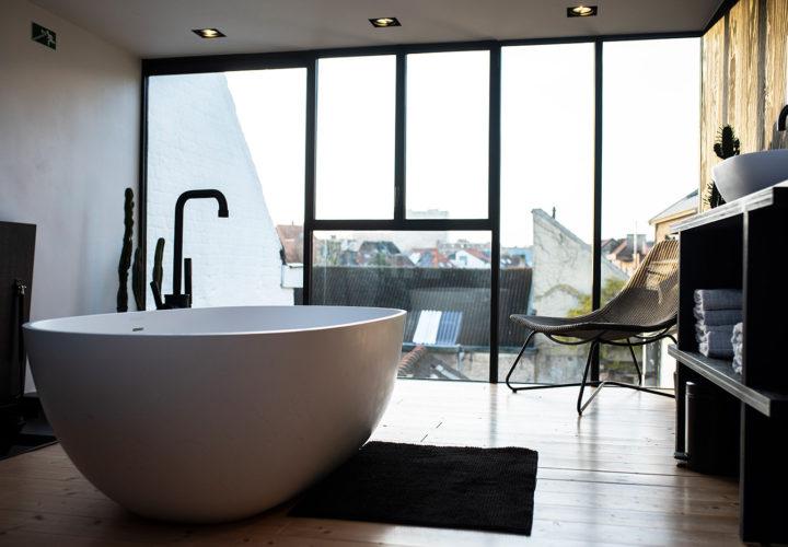 Ligbad in master bedroom op derde verdieping