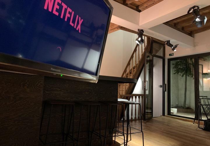 tv met Netflix op eerste verdieping